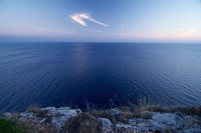 Výhled z bílých útesů Nikon D90, ohnisko 12 mm (ekv. 18 mm), ISO 640, f/6,3, čas 1/15s, korekce -1/3EV, bez blesku © Michal Krause