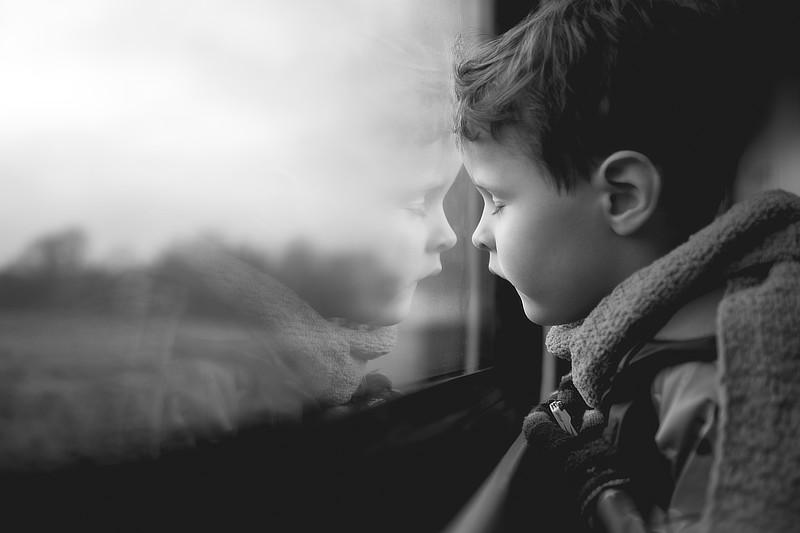 Ve vlaku – portrét spontánně vyfocený objektivem XF23mm F/1,4