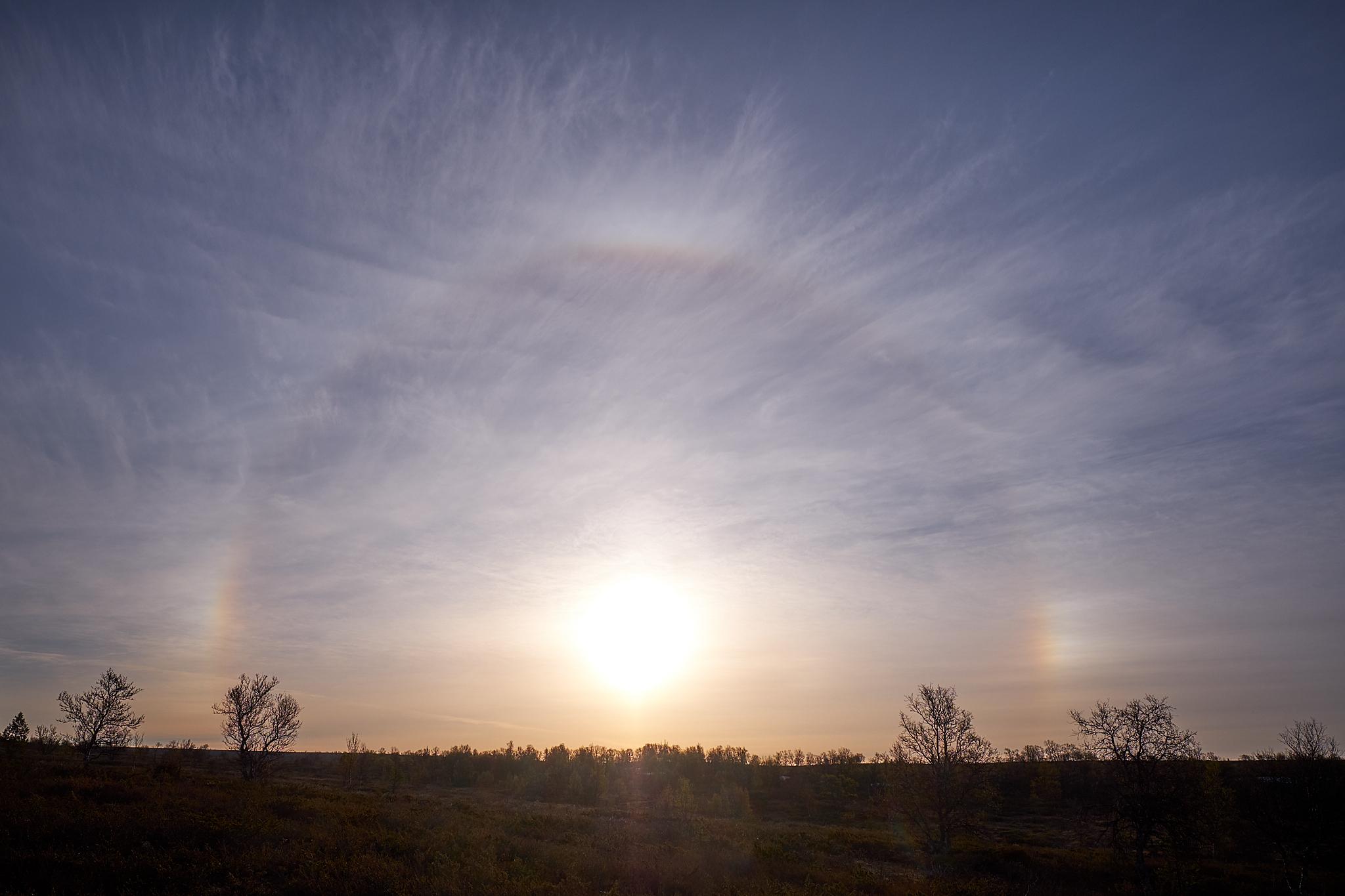 Ledové krystalky v atmosféře tvoří halové jevy (Fujifilm X-T20 + XF16mmF1.4 R WR at 16mm, f/6.4, 1/1500s, ISO200)
